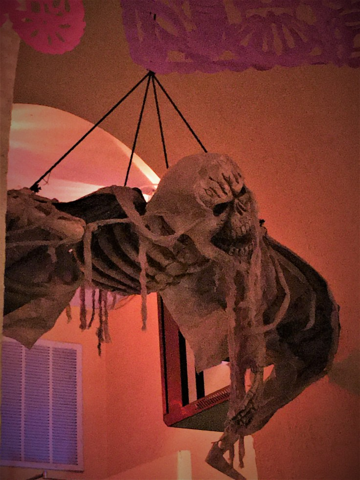 Ghoulish Decor (2)